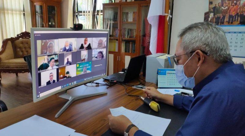 Ketua Pengadilan Tinggi Gorontalo menguji dalam Seminar Laporan Implementasi Aksi Perubahan peserta Pelatihan Kepemimpinan Pengawas (PKP)