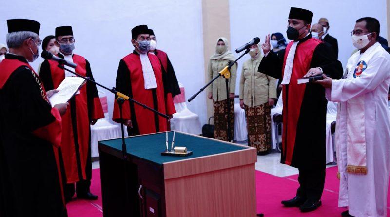 Sidang Luar Biasa dalam acara Pengambilan Sumpah Jabatan dan Pelantikan serta Serah Terima Jabatan Ketua Pengadilan Negeri Marisa